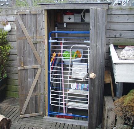 Tuin terras opbergkast van gebruikt schuttinghout woody woodywoody woody - Outs zwembad in de tuin ...
