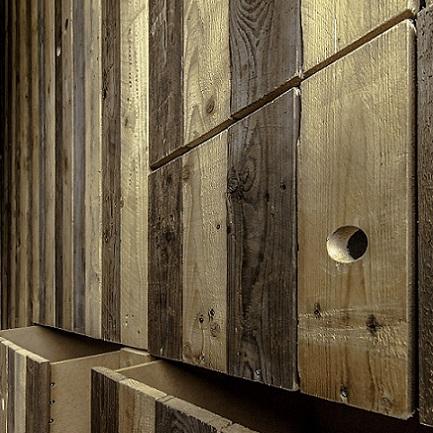 Spekkoek inbouwkast van sloophout