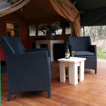 steigerhouten meubels - inrichting safaritenten