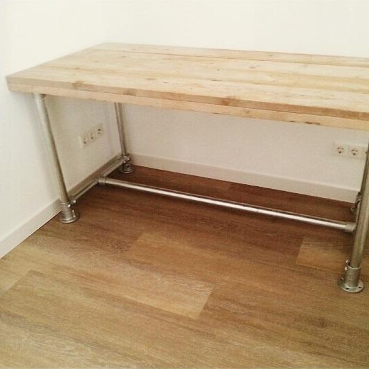 woody-woody-tafel-van-gebuikt-steigerhout-en-steigerbuizen-onderstel_06