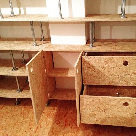 woody-woody_inbouwkast van OSB en steigerbuizen_05